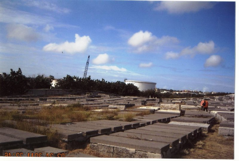 CURACAO-Emmastad's_cemetery._Shell_Oil_refinery_in_background.jpg