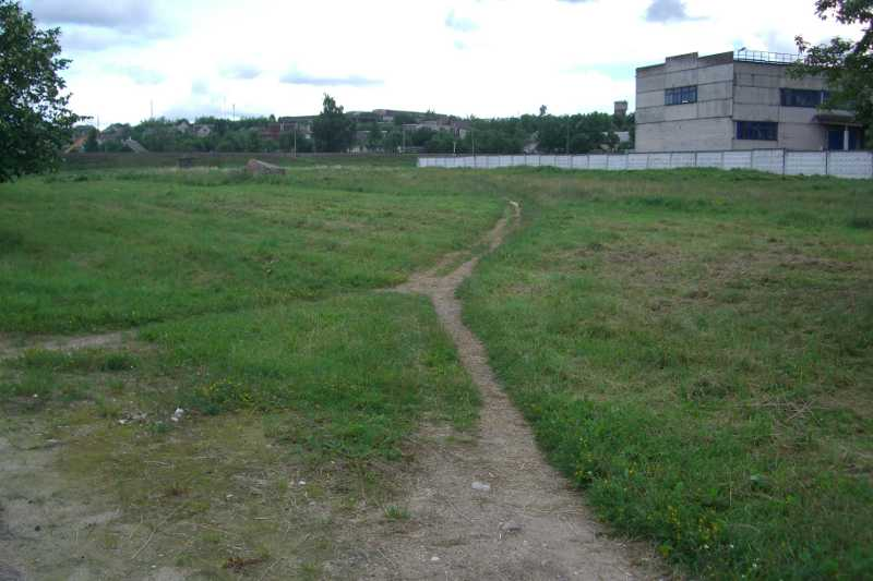 Volkovisk-5-often- used path through the cemetery.JPG
