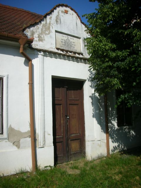 Straznice burial hall 2008.JPG
