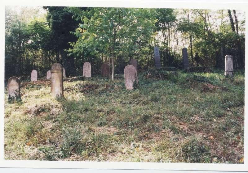 Tolmacs_Cemetery.jpg