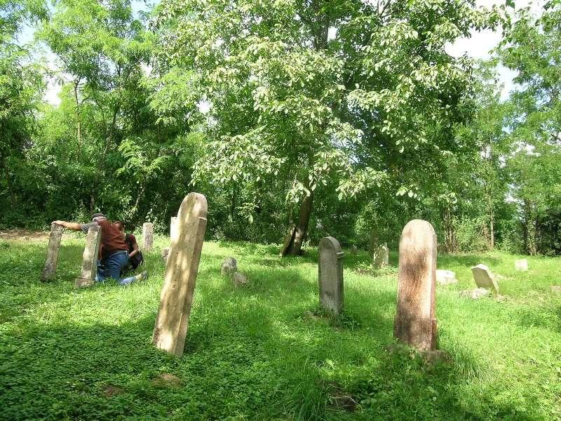 vanyarc_cemetery.JPG