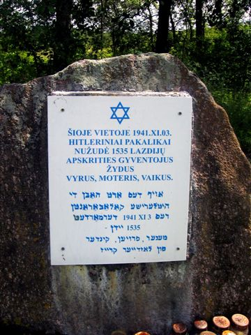 LAZDJIAI-HOLOCAUST MEMORIAL-2006-C8.jpg