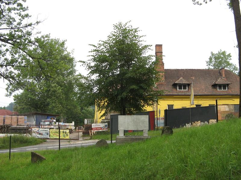 Novy-Vizhnitz-cemetery-10-7-11-12.JPG