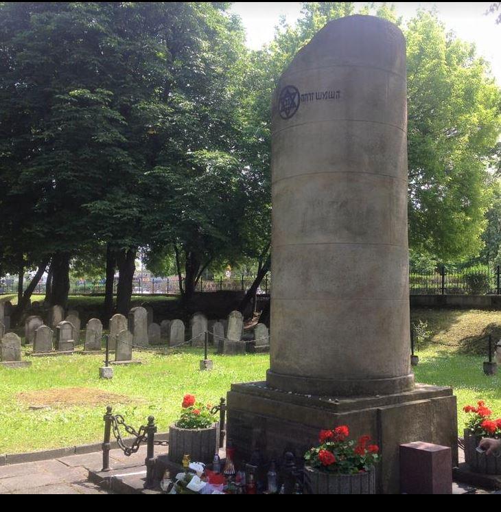 Monument-in-cemetery.JPG