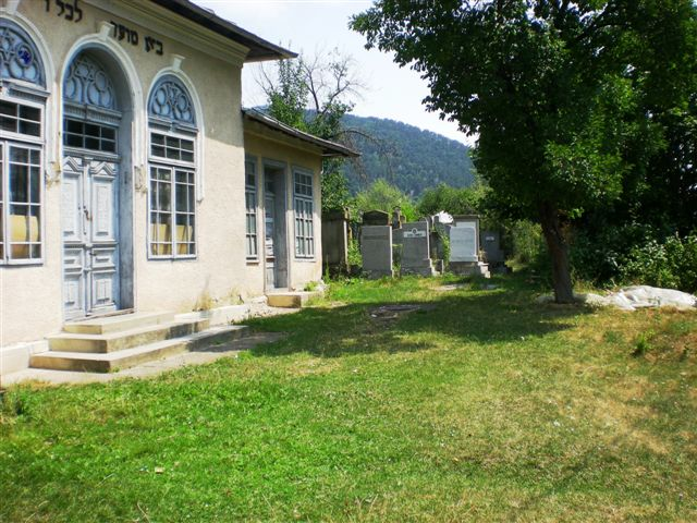 2012-JUL-ROMANIA-PIATRA NEAMT-JEWISH CEMETERY-NOW IN USE-UPPER SECTION (12).jpg