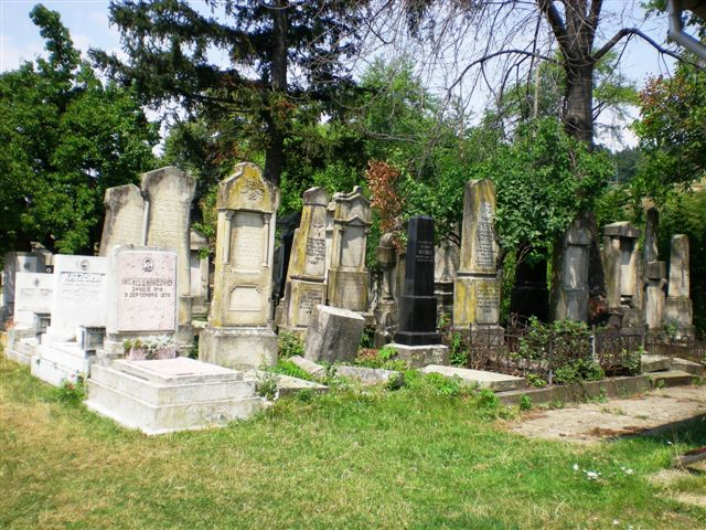 2012-JUL-ROMANIA-PIATRA NEAMT-JEWISH CEMETERY-NOW IN USE-UPPER SECTION (13).jpg