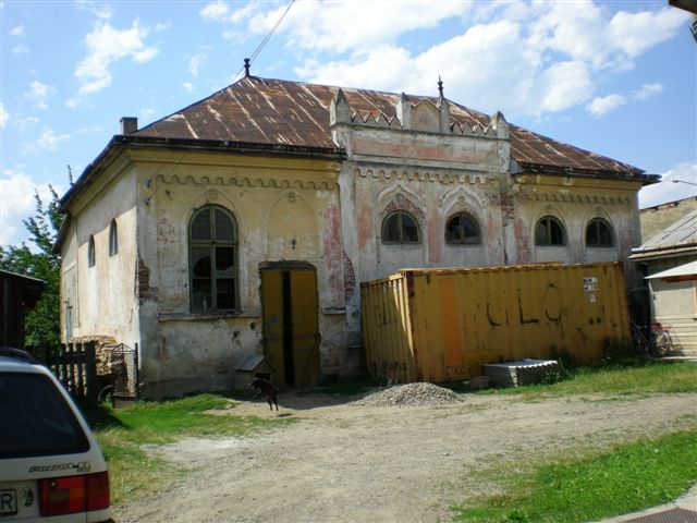2012-jul-ROMANIA-RADAUTZ-CORAL SYNAGOGUE-NO LONGER IN USE.jpg