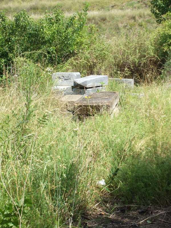 Holic_Cemetery_202s.JPG