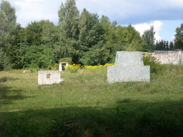 Berezno Cemetery - Brick structures used for target practice.JPG