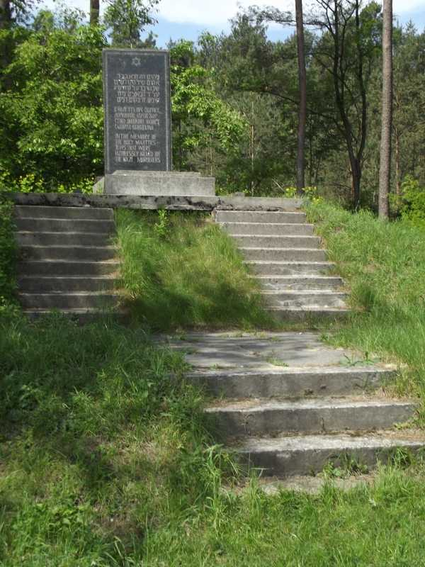 8-Brody-2012-Monument-mass-grave.jpg