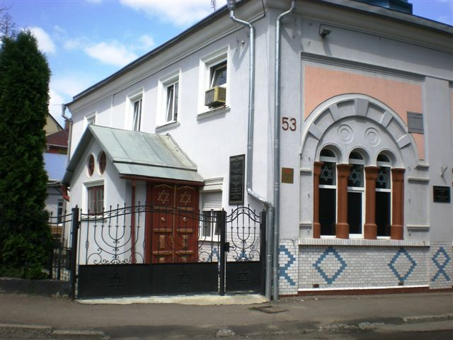 2012-JUL-CZERNOWITZ,UKRAINE-Synagogue now in operation (7).jpg