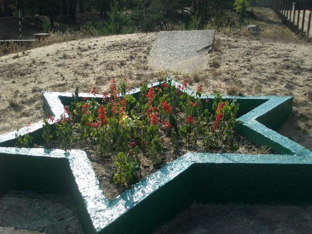 Memorialandmarker.JPG
