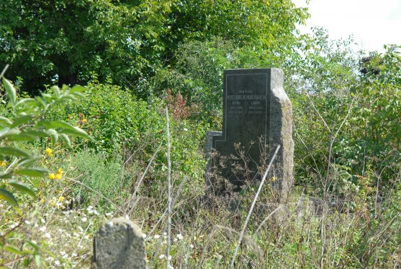 The only new tombstone after WW2 on Jewish cemetery in Veliki Kuchriv, 2007-sc.JPG