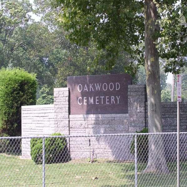 oakwood_gate1.jpg