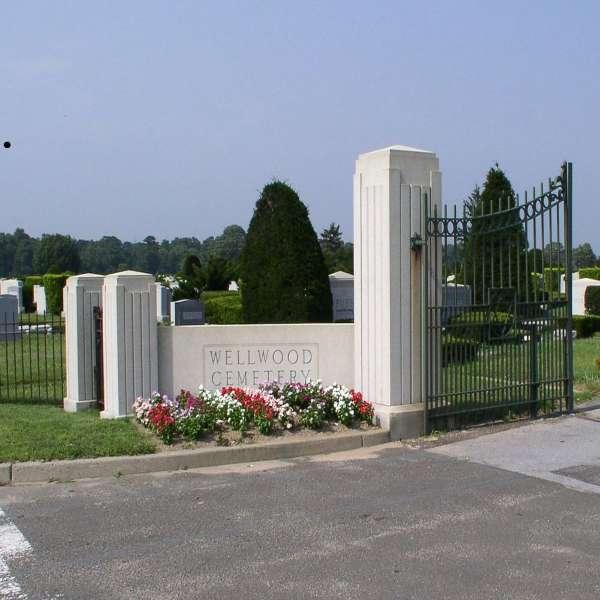 wellwood_gate.jpg
