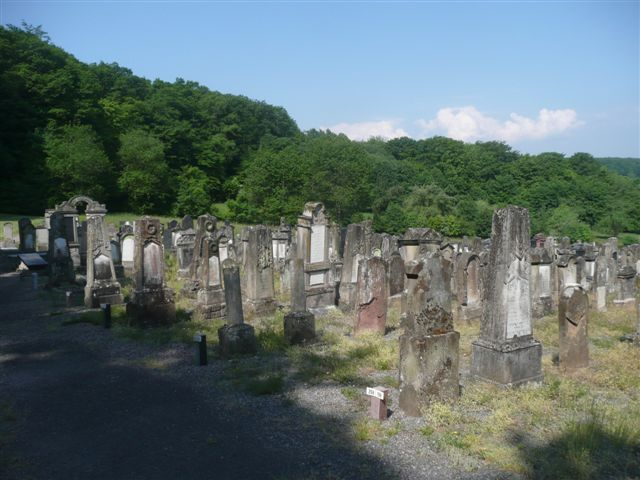 The new part of the cemetery seen from the gate.JPG